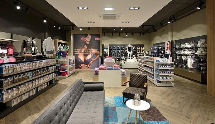 Inrichting afdeling lingerie voor Burger Mode in Reeuwijk